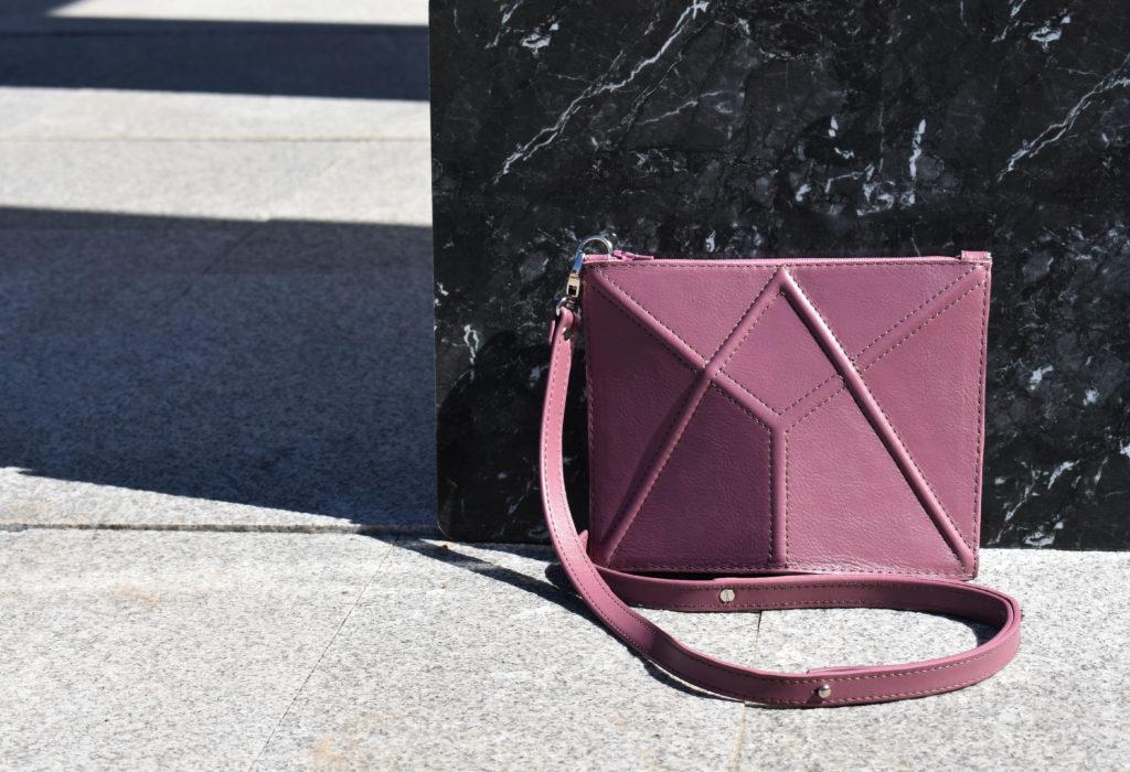 c7152d4ae62 Esimese koolis tehtud koti olen kappi ära peitnud. See igas mõttes viltune  ja punase-sinise-musta värvikombinatsiooniga kott ei ole just kõige kaunim  ...
