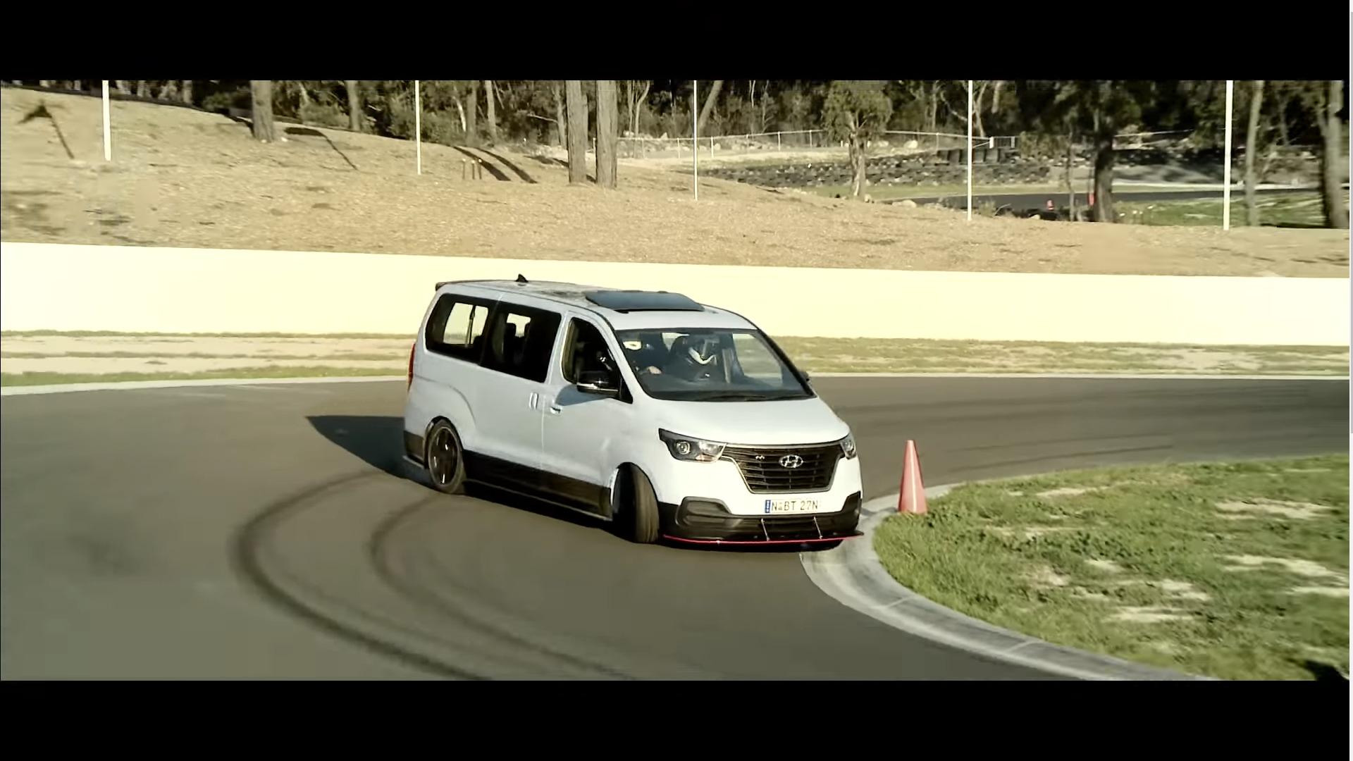 Hyundai ehitas 400-hobujõulise driftiva perebussi