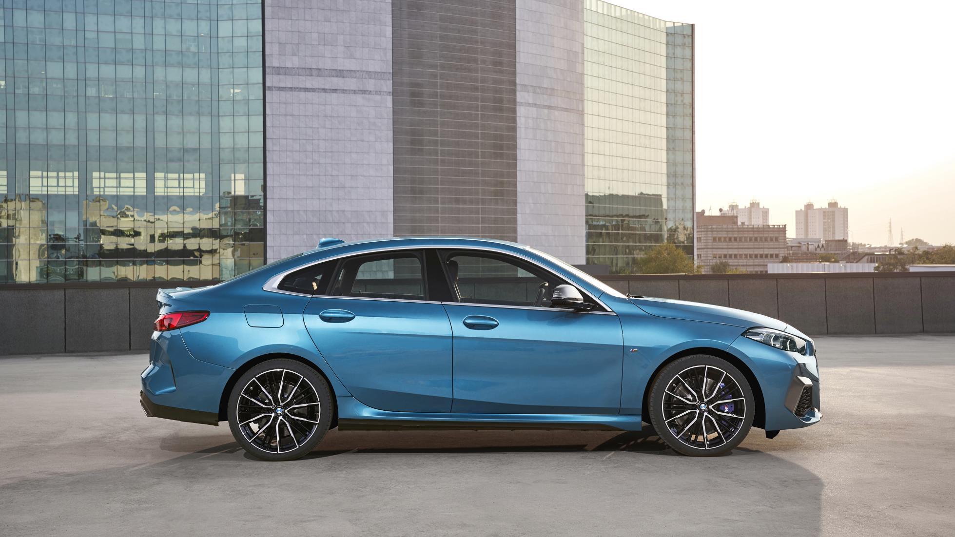 BMW avalikustas 2. seeria neljaukselise kupeeversiooni, mida saab ka 300-hobujõulisena