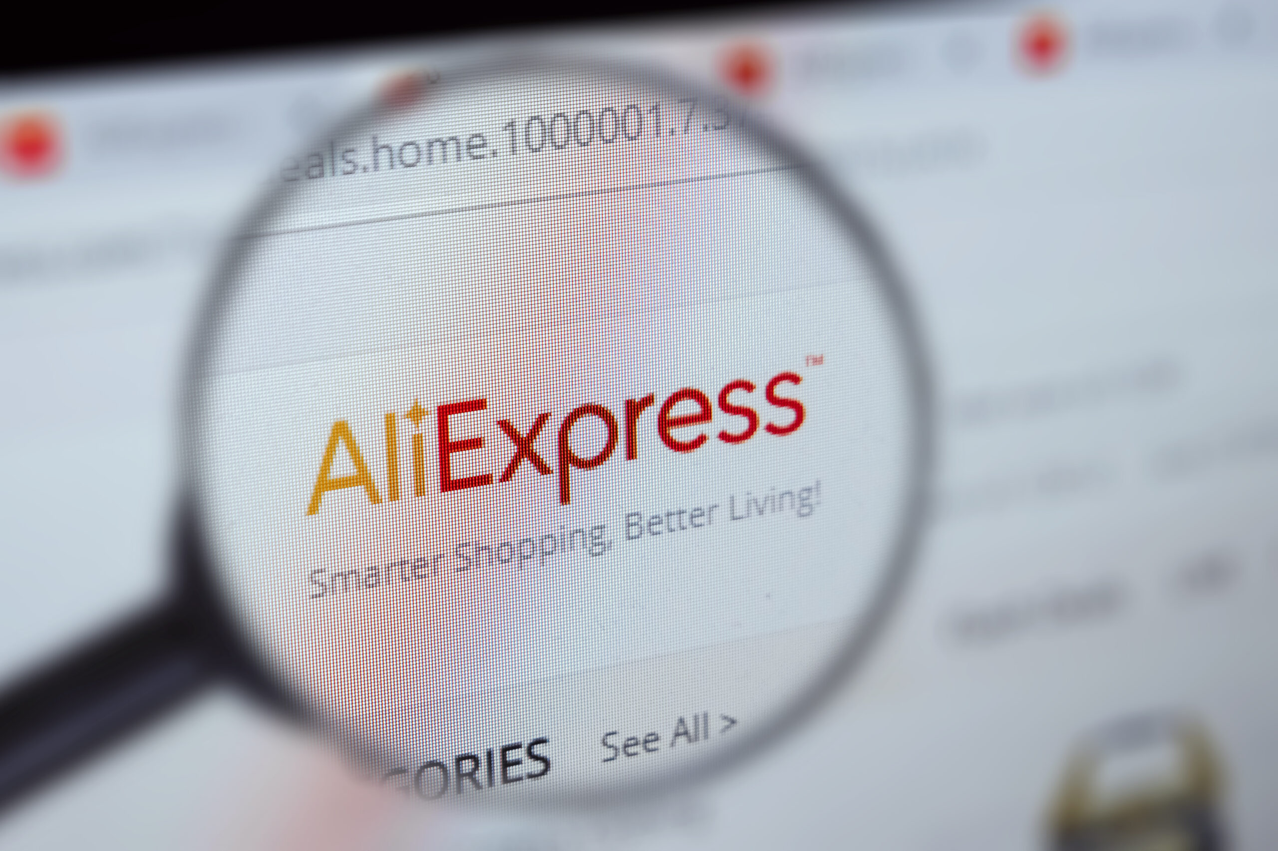 Miks Aliexpressi pakid viimasel ajal Hiinast kohale ei jõua? Omniva e-kaubanduse juht teeb puust ja punaseks